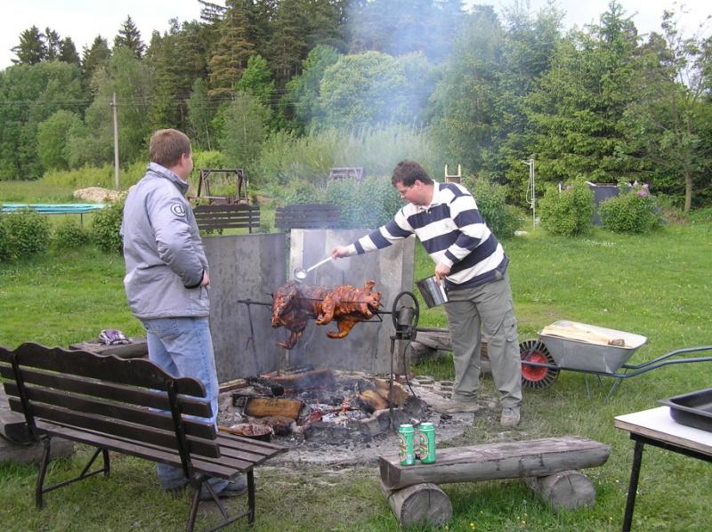 Něco se nám točí na grilu :-)