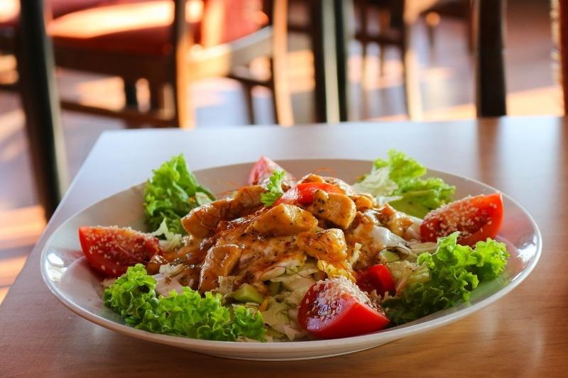 Oblíbený kuřecí salát